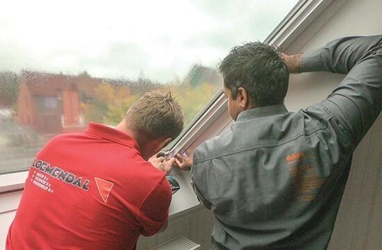 Installing roof windows