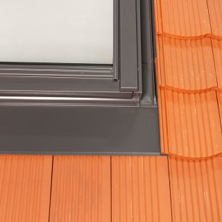 tile flashing for interlocking flat tiles