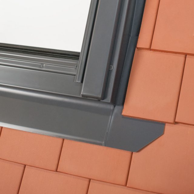 Corner plain tile flashing