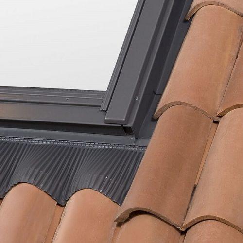 Universal flashing to prevent skylight leaks